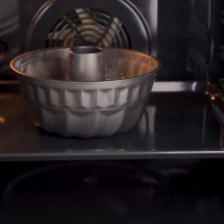 Кекс ставим в разогретую духовку до 180 градусов. Выпекаем примерно один час.