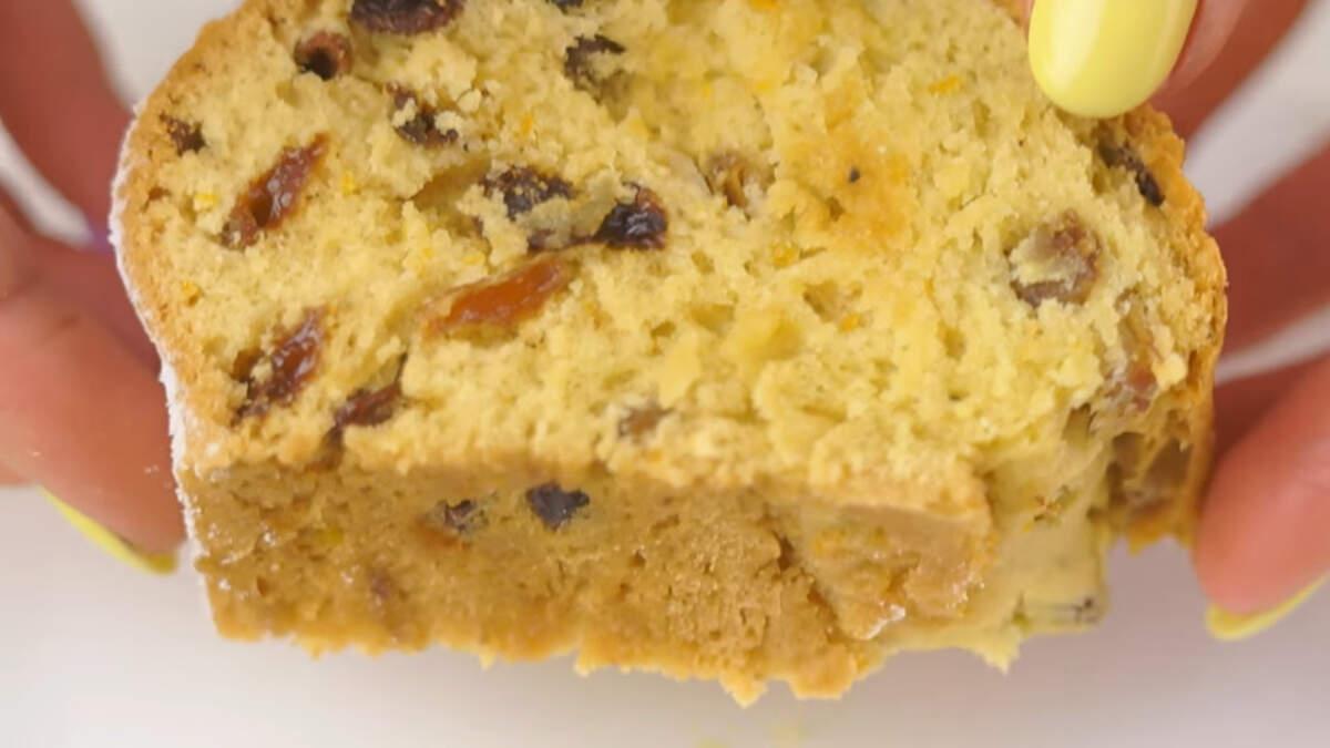 Постный кекс получился с насыщенным апельсиновым ароматом, в меру влажный и с приятной сладостью изюма. Обязательно его приготовьте, даже если вы не соблюдаете пост.