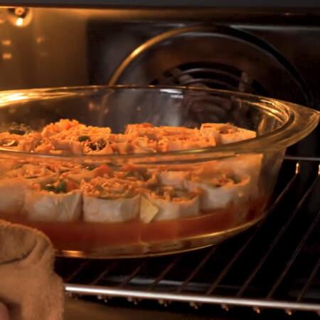 Форму ставим в разогретую духовку до 180 градусов. запекаем 20-25 минут.