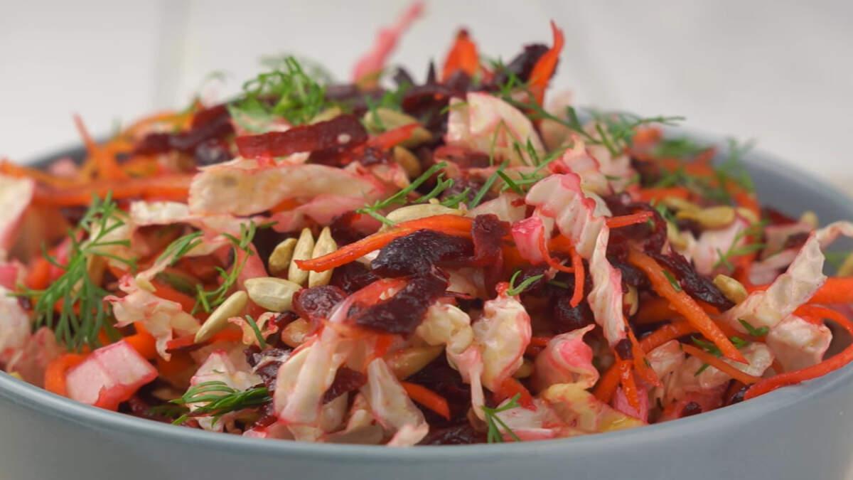 Салат получается легкий, очень вкусный и ароматный. Обязательно его приготовьте.