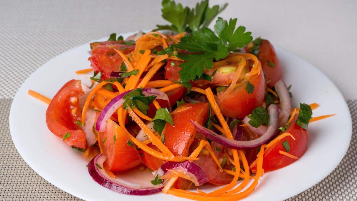 Салат получился ярким, красивым и витаминным. Он легко готовится и отлично подходит для приготовления на каждый день.