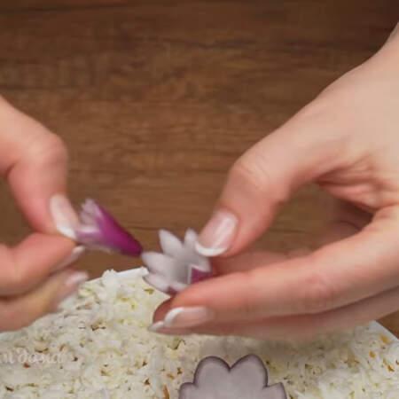 и разделяем чешуйки. Получаются вот такие цветочки.