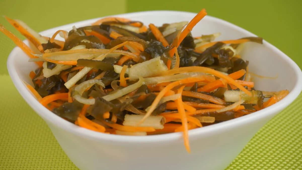 Салат получился очень легким и витаминным. Его смело можно подавать на ужин для пополнения витаминного запаса.