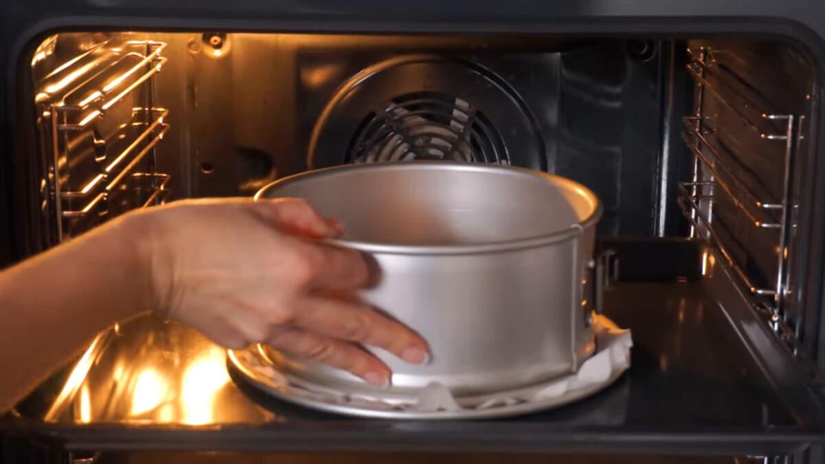 Все ставим в духовку разогретую до 180 град. выпекаем приблизительно 30-35 минут.
