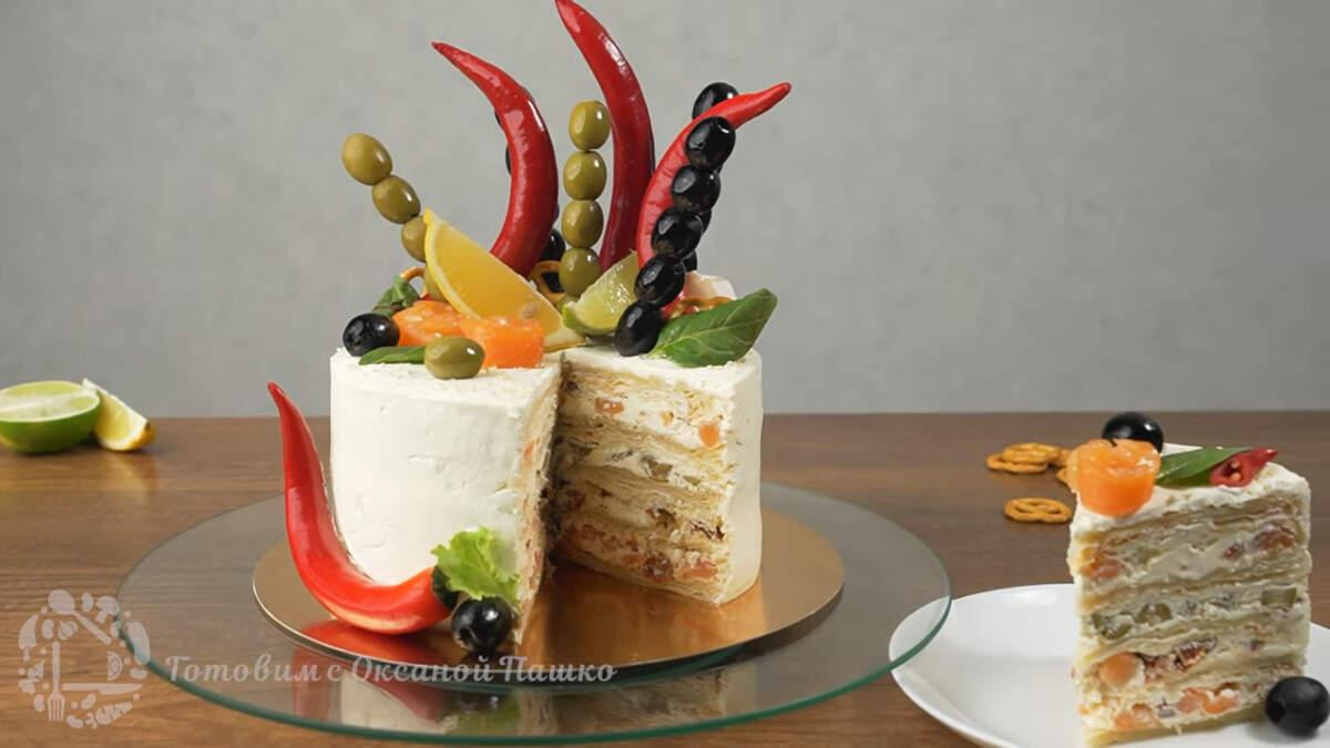Несладкий торт с рыбой получился очень вкусным и сытным. Выглядит необычно и очень эффектно. Такой торт можно смело подарить мужчине на день Рождения и он его оценит по достоинству. Также в такой торт начинку можно положить на свой вкус. Например рыбу заменить колбасой или мясом. Украсить торт также можно по своему желанию.