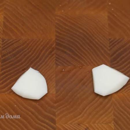 Так вырезаем все лепесточки для нарциссов.  Для 3-цветов мне понадобилось 3 вареных яйца.