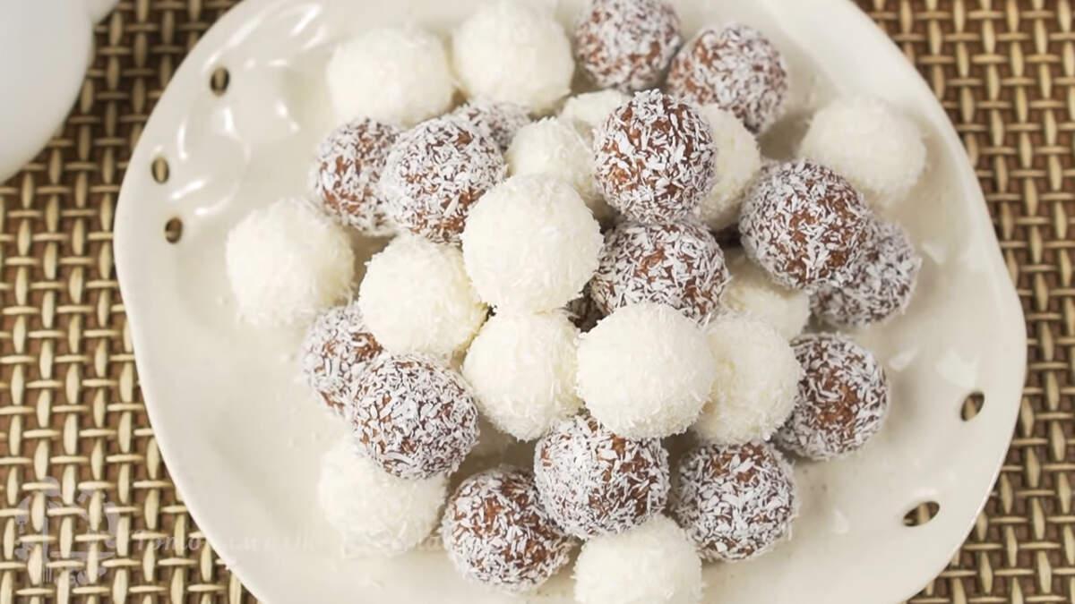 Десерт получился нежным с приятным кокосово-сливочным вкусом. Готовится он просто и из минимального количества ингредиентов. Такой десерт можно подавать сразу или приготовить заранее и хранить в холодильнике.