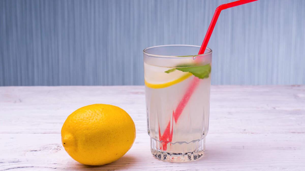 Спустя час лимонад уже полностью готов и можно наслаждаться прекрасным освежающим вкусом и ароматом.  Лимонад получился очень вкусным с в меру кисловато-сладким вкусом. Всем рекомендую его приготовить.