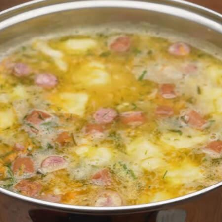 Все перемешиваем. Суп готов, можно подавать на стол.