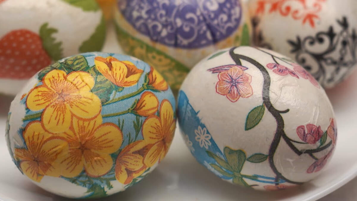 Вот такие красочные и необычные получились пасхальные яйца.