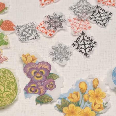 На яйцах красиво смотрятся как цветочные рисунки, так и различные орнаменты.
