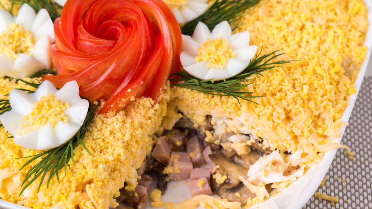 Салат Цветочная фантазия получился очень красивым, вкусным и оригинальным. Такой салат станет настоящим украшением праздничного стола.