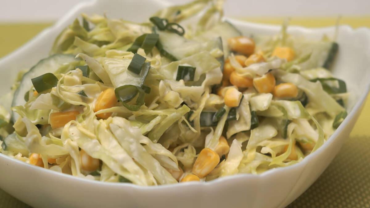 Весенний салат получился сочным, витаминным и очень вкусным. Готовится такой салат быстро и легко.