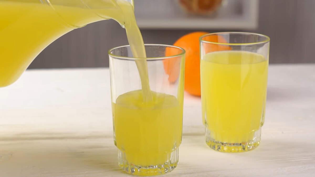 Сок получается в меру сладкий с насыщенным цитрусовым вкусом. Такой сок значительно полезнее магазинного, так как он не проходит никакой термообработки и в нем сохраняются все витамины и полезные вещества.