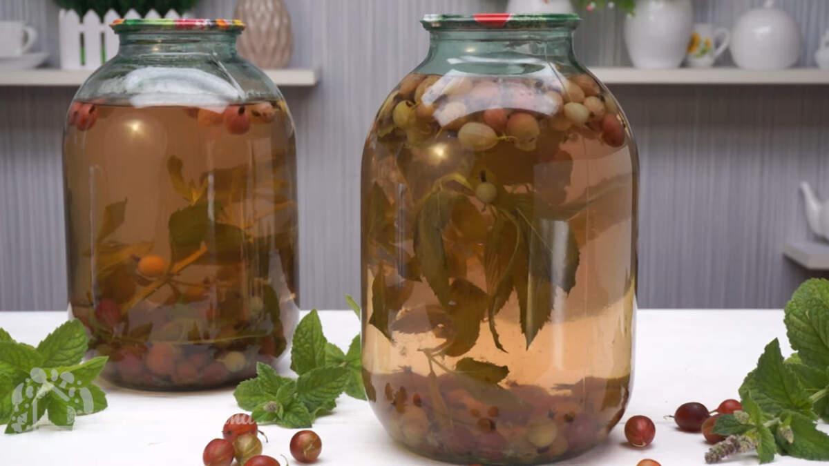 Компот из крыжовника получается очень вкусным и ароматным. Мята придает этому напитку особую свежесть и вкус. Обязательно приготовьте такой компот на зиму, он вам точно понравится.