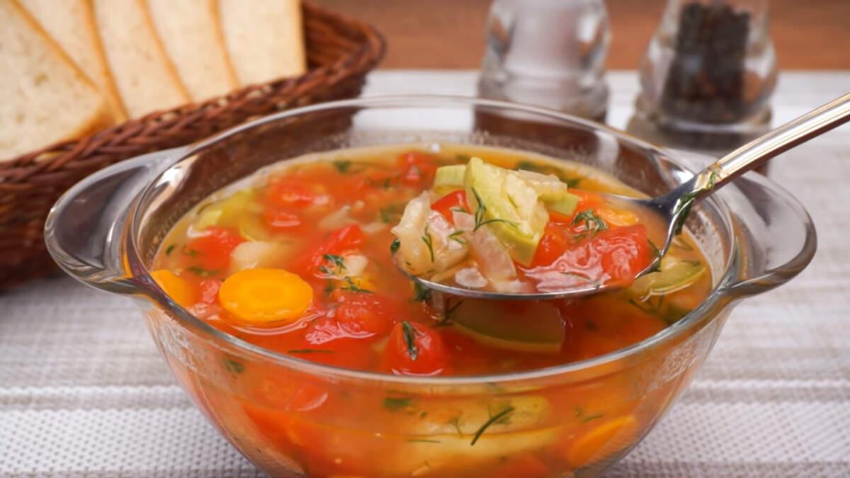 Овощной суп с помидорами получился очень вкусным с приятным насыщенным помидорным вкусом. Его очень легко готовить. По желанию в такой суп можно добавить мясные фрикадельки. Обязательно его приготовьте, он точно понравится вашим родным и близким.