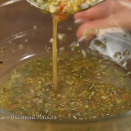Все перемешиваем пока соус не станет более густым. Оставляем соус настаиваться и подготовим все остальные ингредиенты.