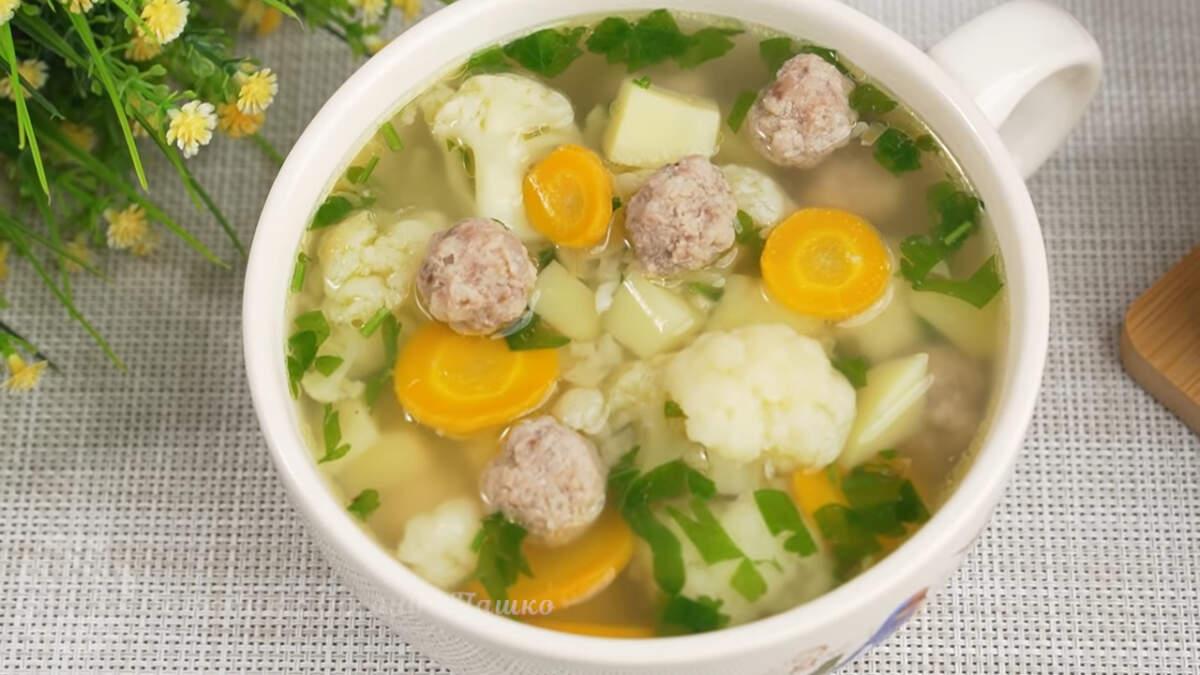 Суп из цветной капусты получился по летнему ароматным и свежим. Готовится просто и всегда получается очень вкусным. Также такой суп можно приготовить и с замороженной цветной капустой.