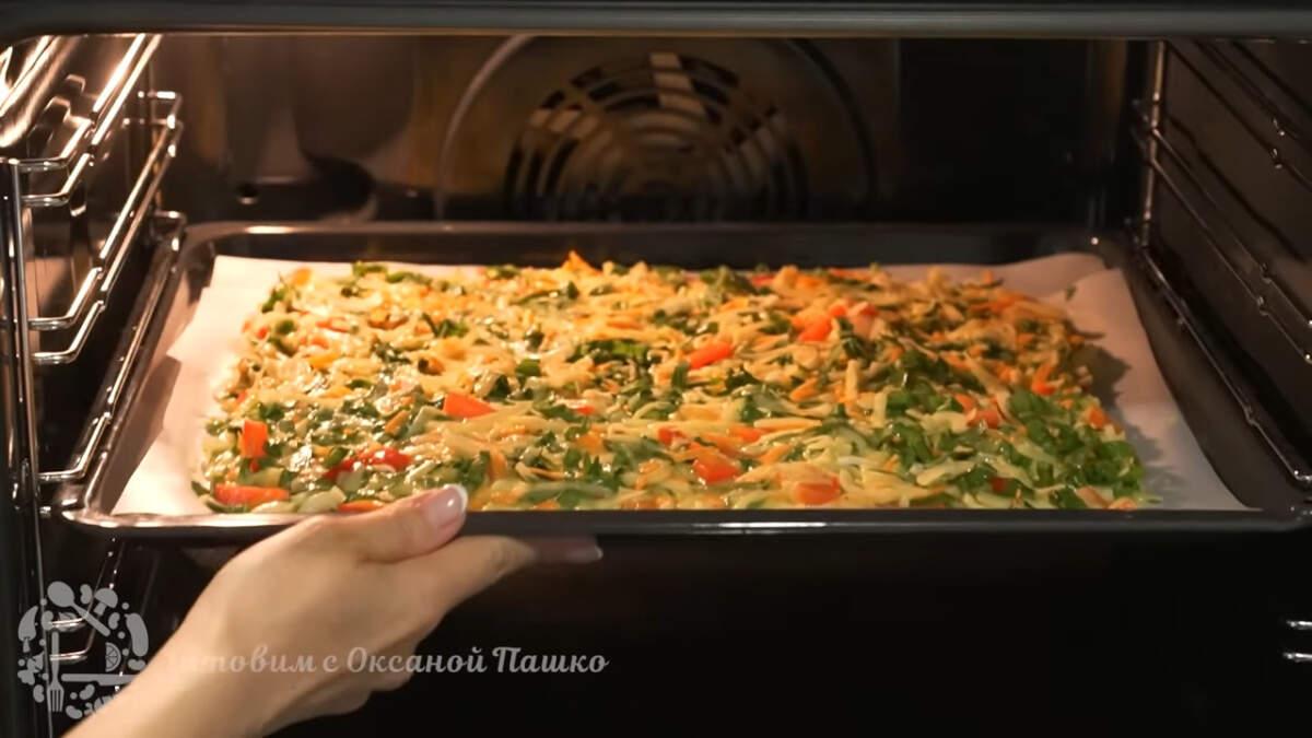 Противень ставим в духовку разогретую до 180 градусов, запекаем 20 минут.