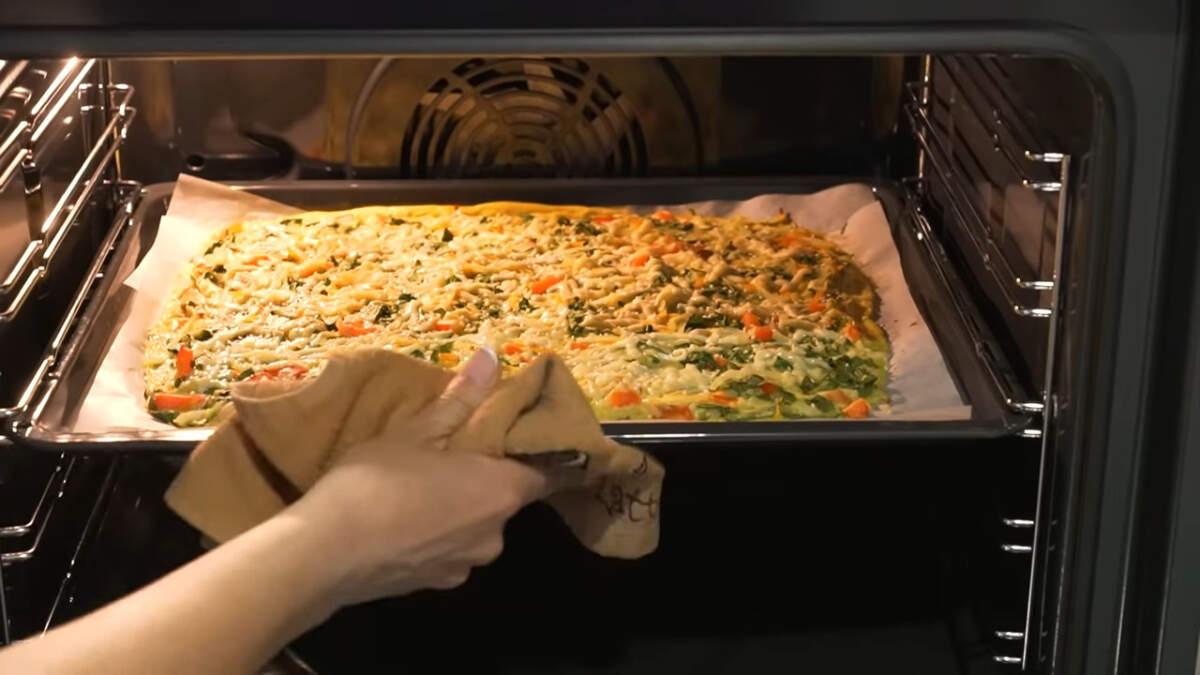 Опять все ставим в духовку запекаться примерно на 15 минут. Ориентируйтесь по готовности блюда.