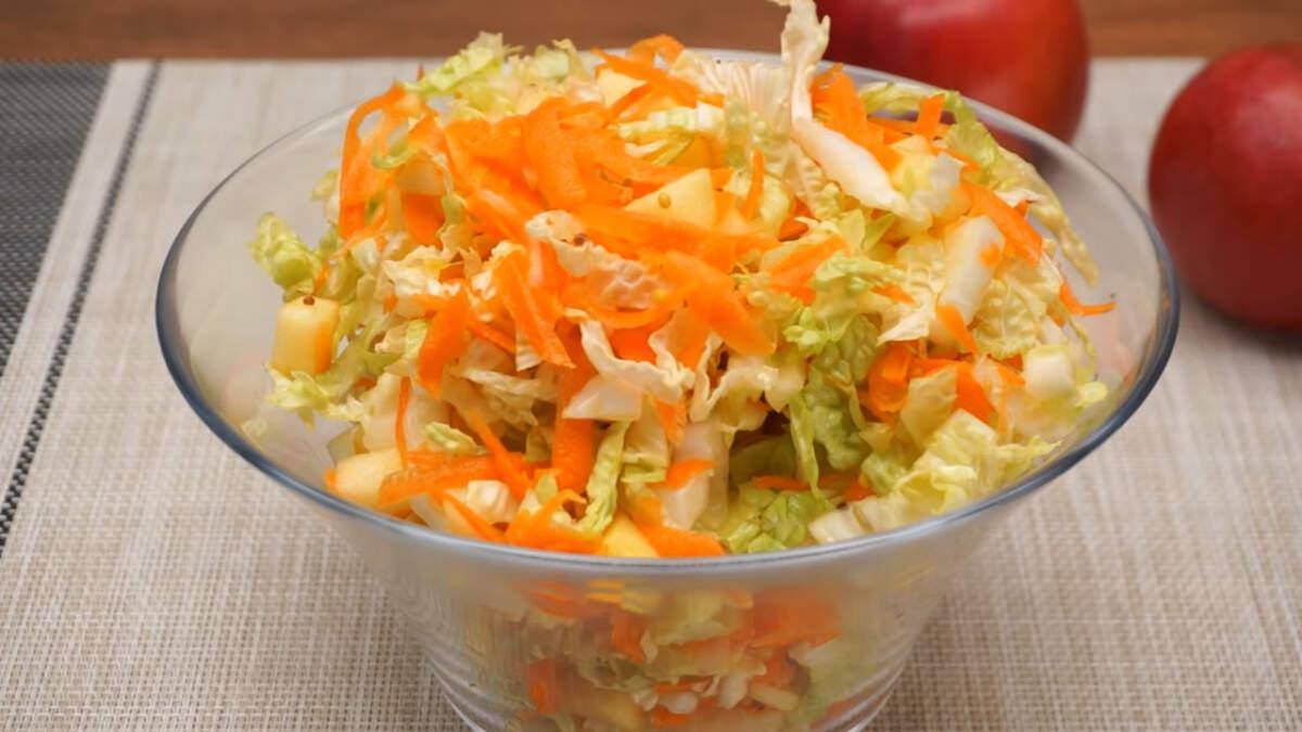 Салат с пекинской капустой, морковкой и яблоком получился очень вкусным, витаминным и легким. Обязательно его приготовьте, это очень просто.