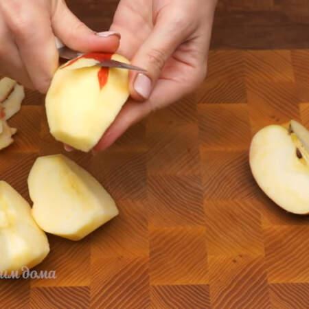 Одно яблоко, чистим от сердцевины и кожуры.