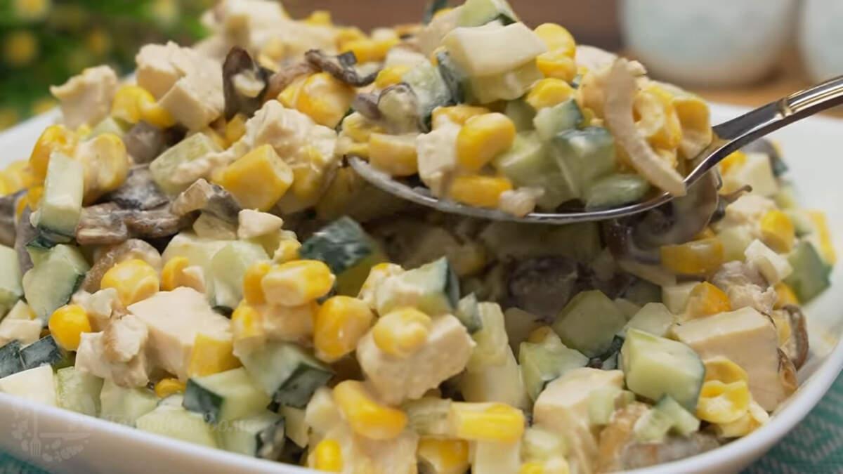 Салат Зодиак получился очень вкусным. Особую сочность салату придает свежий огурец. Кроме того, что салат вкусный, он еще и очень легко готовится. Так что с приготовлением этого салата ни у кого не возникнет трудностей.