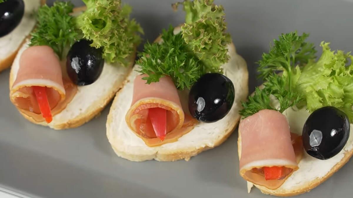 Бутерброды получились красивыми и готовятся очень просто.