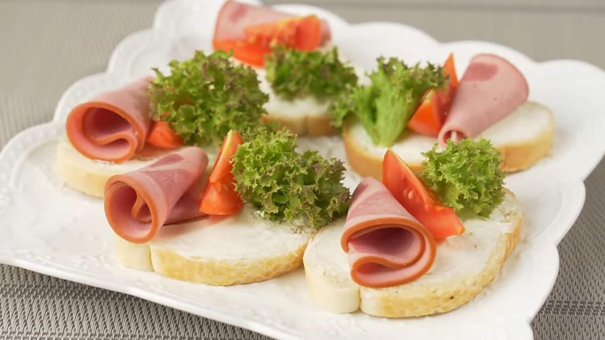 Вот такие получились красивые бутерброды и готовятся они совсем несложно.