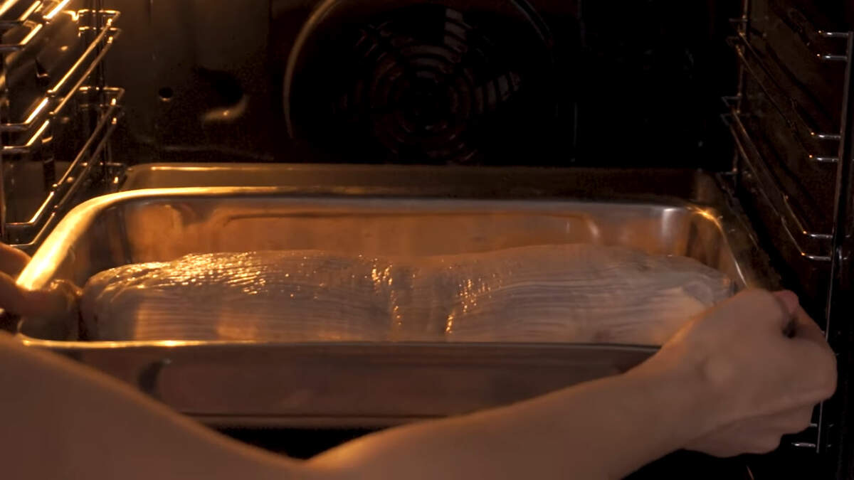 Все ставим в разогретую духовку до 180 градусов. Запекаем примерно 50-60 минут.