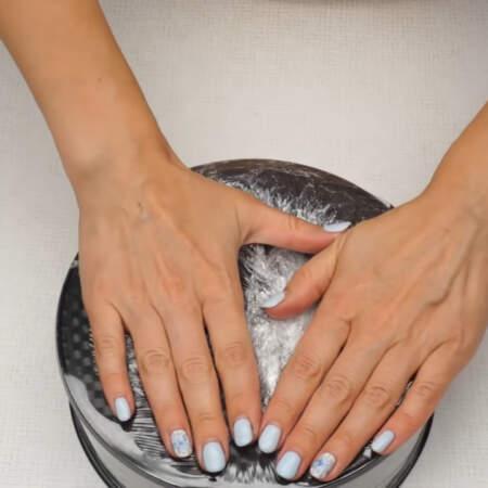 Также торт можно залить в неразъемную форму или миску.