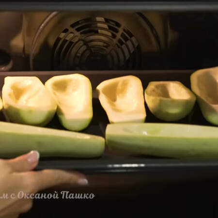 Все ставим в духовку разогретую до 180 градусов и запекаем приблизительно 25-30 минут.