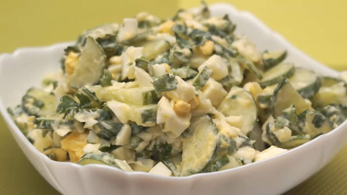 Салат получился по летнему легким и ароматным. Обязательно его приготовьте, тем более готовится он легко и быстро.