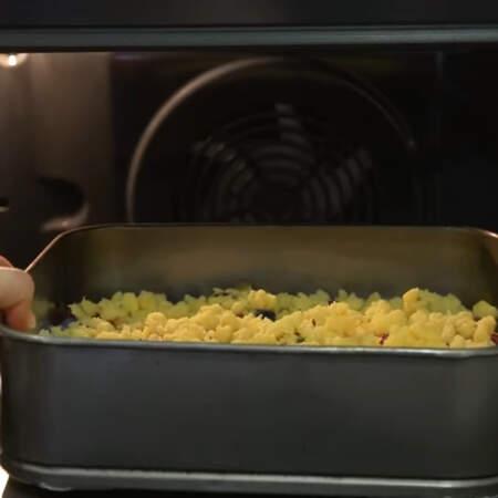 Все ставим в духовку разогретую до 180 градусов. запекаем приблизительно 30-40 минут.