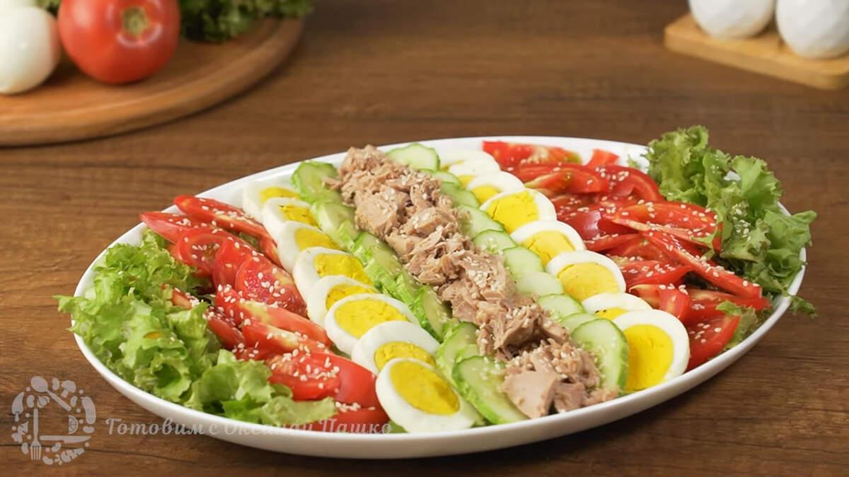 Салат Лето получился красивым, очень вкусным и по летнему свежим. Готовится он несложно и отлично смотрится на столе. В жару этот легкий салат обязательно всем понравится. Очень рекомендую его приготовить.