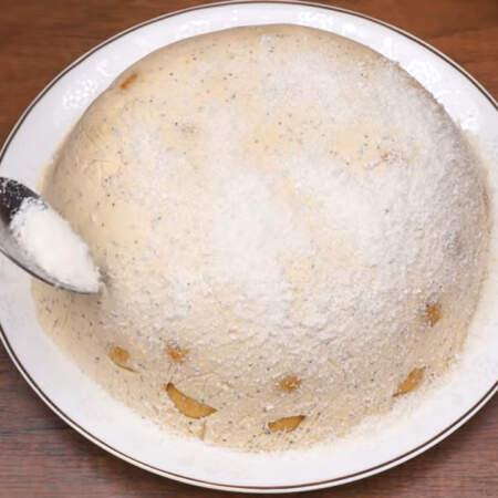 Сверху торт посыпаем кокосовой стружкой, имитируя снег.