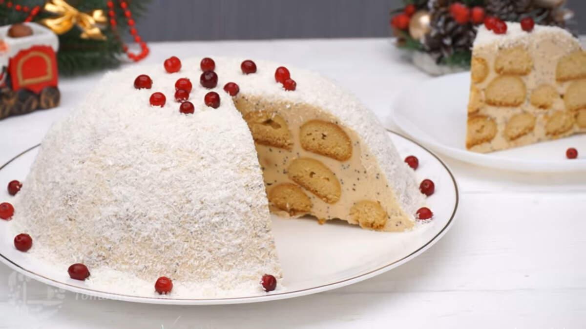 Торт медовик шариками получился очень вкусный и красивый. Готовится он несложно и приятно удивит гостей за праздничным столом. Обязательно его приготовьте, это очень просто и вкусно.