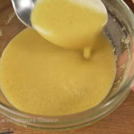 Добавляем примерно пол чайной ложки соли и 1 ч. л. горчицы. Все перемешиваем до однородности.