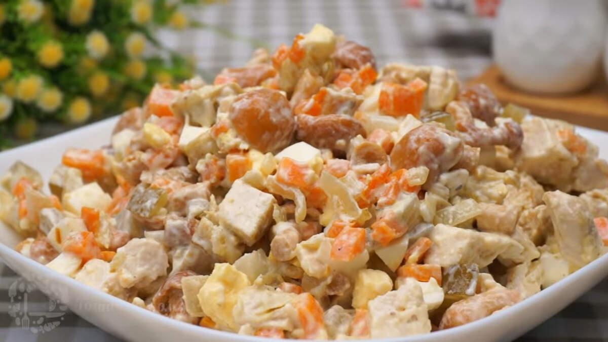 Машеровский салат получился очень вкусным и сытным. В таком салате идеально сочетаются все ингредиенты. Этот салат настолько вкусный, что им смело можно заменить оливье на праздничном столе.