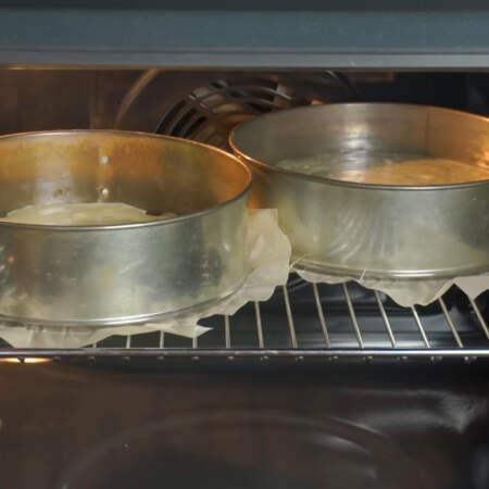 Все ставим в разогретую духовку до 180 град. Первый бисквит выпекаем приблизительно 15 минут, а второй 30-35 минут.