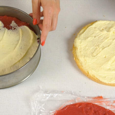 На желе наносим слой из заварного крема.