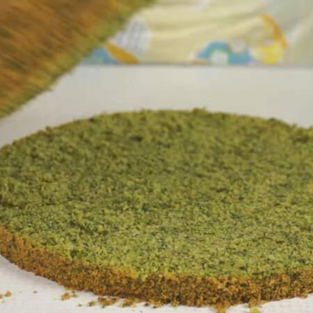 Остывший бисквит вынимаем из формы и разрезаем на 3 части.