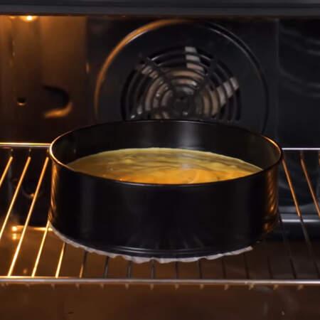 Бисквит ставим в духовку разогретую до 180 град. Выпекаем приблизительно 35 мин.
