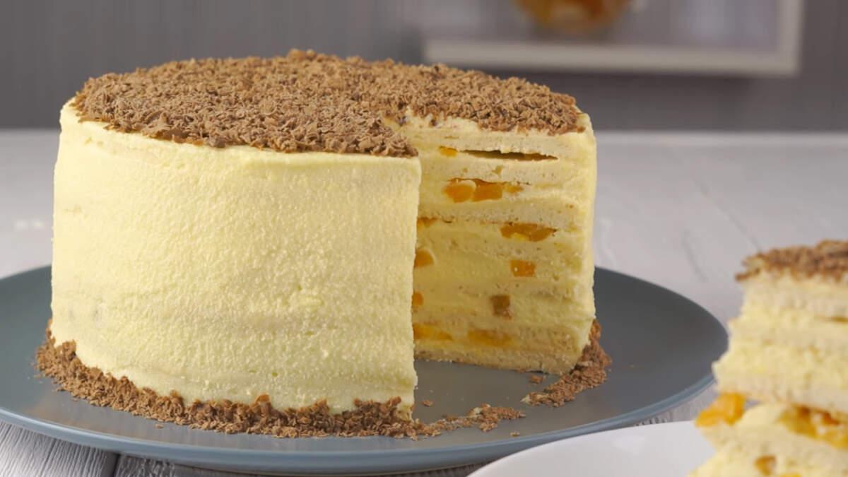 Торт получился очень вкусный, нежный и мягкий. По вкусу но чем то напоминает пломбир и просто тает во рту.