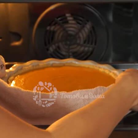 Пирог ставим в духовку разогретую до 180 градусов. Запекаем примерно 45 - 50 минут.