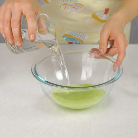 Фруктовые желе разводим количеством воды на 20% меньше, чем указано в инструкции.