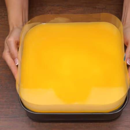 Торт опять ставим в холодильник, чтоб он хорошо застыл и стабилизировался минимум на 4 часа.
