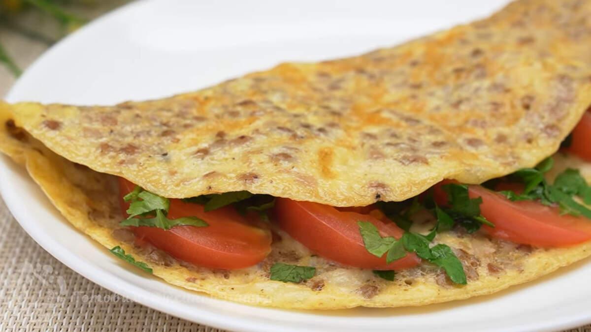 Завтрак из гречкоблина получился очень вкусным и сытным. Готовится настолько просто, что с его приготовлением справится каждый. Такой завтрак особенно актуален, когда осталась вчерашняя гречневая каша.