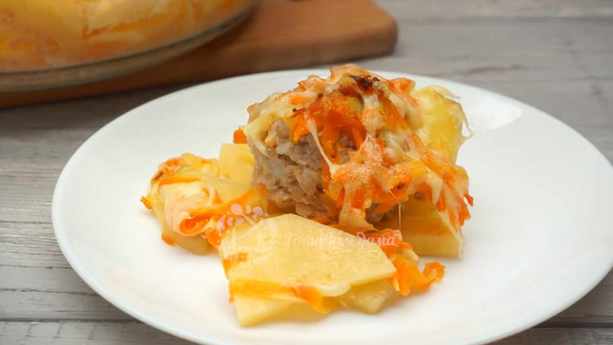 Запеченная картошка с фаршем получилась очень вкусной и ароматной. Такое блюдо отлично подойдет для обеда или ужина всей семьей. Обязательно его приготовьте!