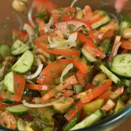 Перемешиваем. Салат готов, можно подавать на стол.